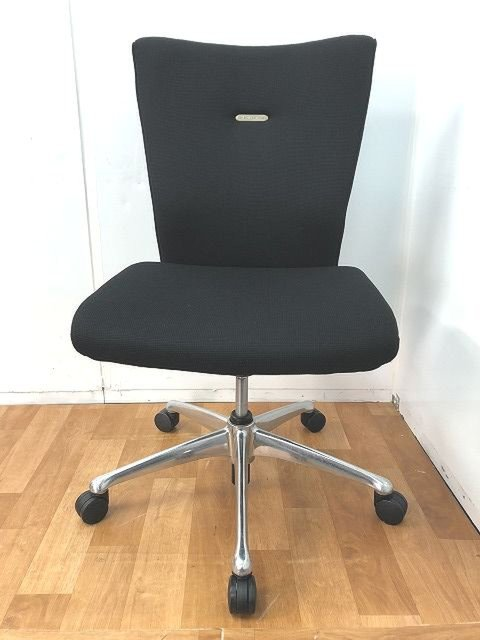 【厚みのあるクッションが快適な座り心地でオフィスワークをサポートしてくれます!!】■オカムラ■フィーゴ【I】                         フィーゴ                                      中古