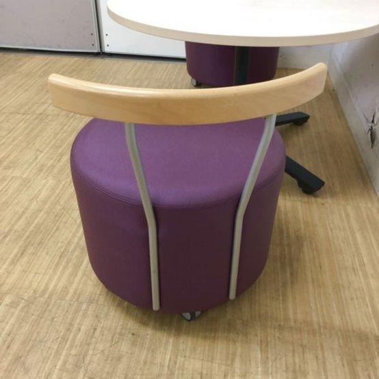 ローテーブル+スツール リフレッシュルームにぜひ! 安らぎの空間の創造                         スツール:アルトカフェ テーブル:ビエナ                                     中古