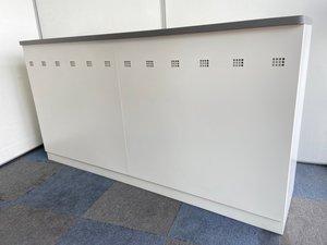 【オフィスの窓口】対面型ハイカウンター!収納もついており、カタログなど収納可能です!