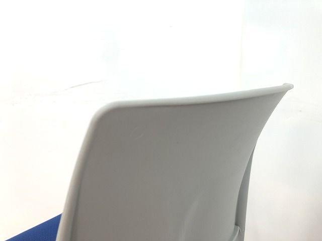 【人気のブルーカラースタッキングチェアの入荷です!!】                         エピット                                      中古