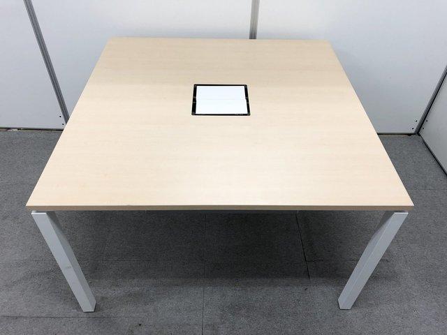 コクヨ製のミーティングテーブルが入荷!会議室などにオススメW1200D1200タイプ!最大4名でミーティング可能です!配線カバー付き!【ワークフィット】                         ワークフィット                                      中古
