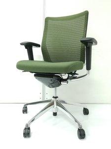 【操作性◎】オカムラ製コーラルチェア/背もたれメッシュ/安定感と座り心地/仕事をサポート