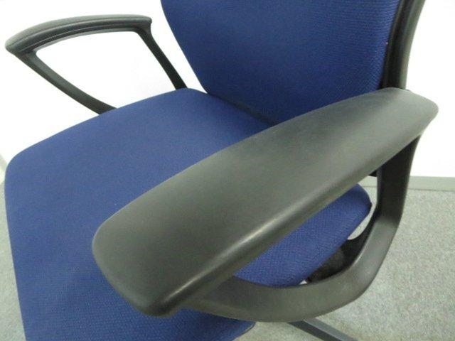 【6脚入荷】オカムラ(okamura)製 エスクードチェア 肘付き ハイバック【1年保証対象商品】                         エスクード(クッション)                                      中古
