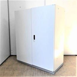 小規模オフィスならこれ1台で十分な収納力!ホワイトカラーでオフィスが明るい雰囲気に!