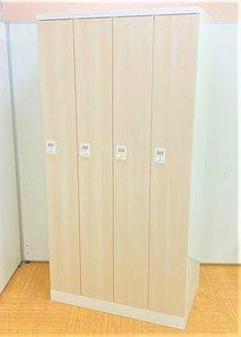 【リラックスできる空間に!】■オカムラ製 4人用ロッカー ダイヤル錠 木目扉タイプ【ハイグレード】