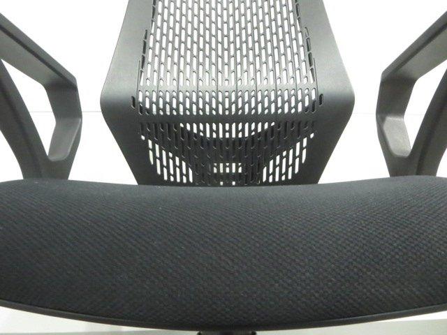 【スタイリッシュなデザイン!】■トヨスチール ワイシーチェア 肘付 ブラックシェル                         システムチェア YCチェア                                     中古