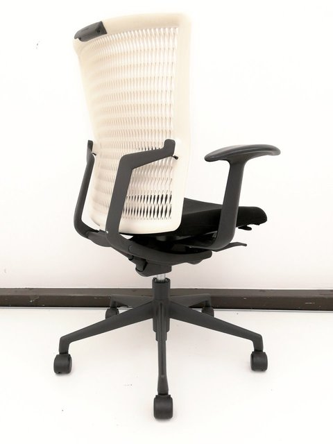 シンプルなデザインで座り心地も抜群!オシャレなオフィスにもオススメです☆【関西倉庫在庫】                         アクトディア                                      中古