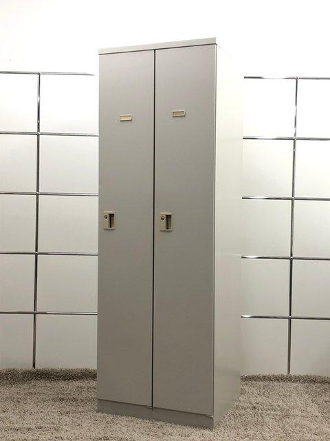 そこのスペースに入るかも!使い勝手の良いコンパクトサイズ! ■イトーキ■2人用ロッカー ※扉に一部凹み有                         その他シリーズ                                     中古