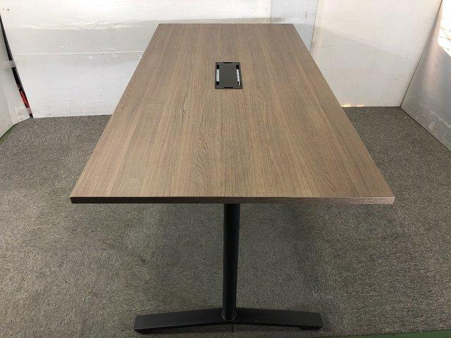 今大人気のカフェ調のオシャレなミーティングテーブルです!                         その他シリーズ                                     中古