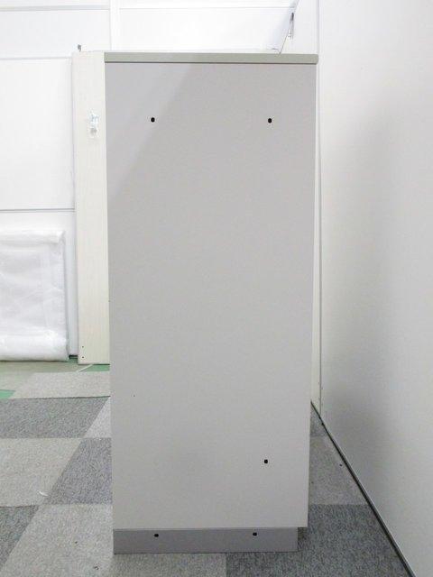 【スリム化オフィスの強い味方!】場所を取らない引違い書庫が入荷! 天板付きで簡易カウンターとしてもご利用頂けます!                         シンライン                                      中古