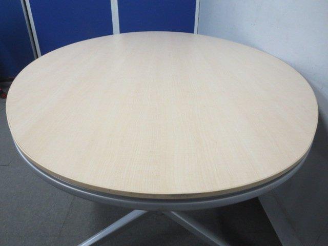【リラックスした雰囲気に!】■KOKUYO製 楕円型テーブル キャスター付 ナチュラル(木目)【ハイグレード】                         アットラボ                                      中古