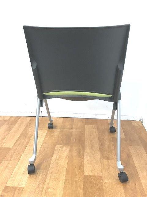 【美しいデザイン性と腰にフィットする座り心地快適スタッキングチェアの入荷です!!】■1脚限定価格                         レコス                                      中古