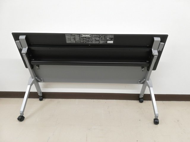 【2脚だけ!】レイアウト変更必須アイテムスタックテーブル※収納上手!◆オカムラ製                         フラプター                                      中古