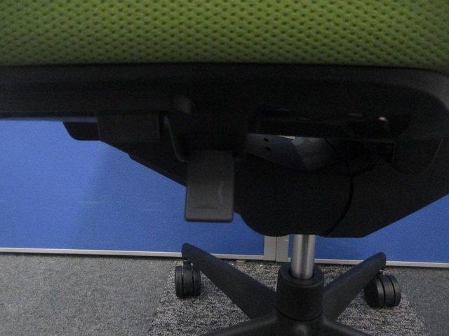 待ちわびていたチェア。今年のひそかな流行ピスタチオグリーン。上質なナッツクリームのような滑らかな座り心地                         ウィザード                                      中古
