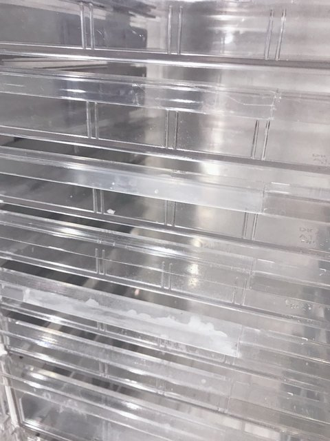 イトーキ製のコンパクトなクリスタルトレーキャビネット入荷!                         シンライン                                      中古