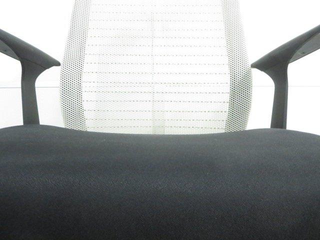 【背中にフィットする快適メッシュ!】■シンクチェア 肘付 ココナッツ(背3Dニット) ジャケットハンガー付き                         シンクチェア(2014年以前モデル)                                      中古