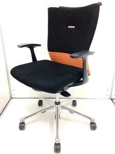 機能美あふれるデザイン、快適な座り心地と使いやすさ! オカムラ/フィーゴ/シームレスオレンジ