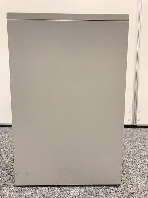 キャスター付き収納 内田洋行製 スチール 3段ワゴン デスク上の書類をスッキリ格納                         Feed                                      中古