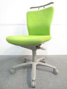 人間工学を基に設計されたロークラスチェア!ライトグリーンカラーでオフィスも明るくなります!■オカムラ■コートハンガー■リクライニングロック【値下品】