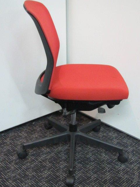 人気のメッシュ!情熱の赤色!あなたのオフィスのモチベーションも燃え上がる、かも?■コクヨ■バリシア                         バリシア                                      中古
