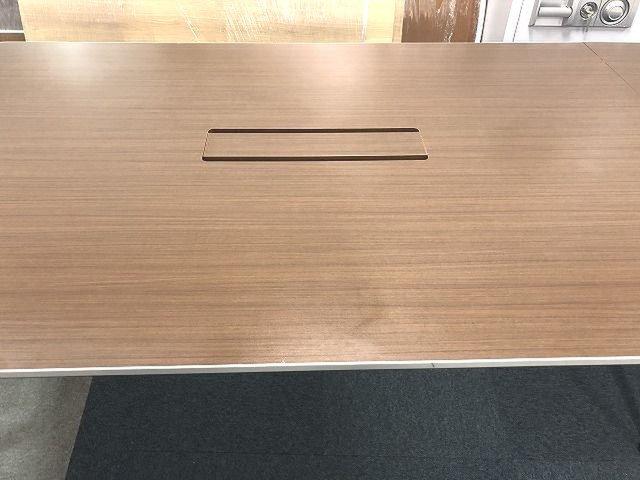 【高級】【定価約53万円!!シャープでモダンなデザイン性の美しい大型ミーティングテーブルの入荷です!!】■イトーキ■DD                         DD                                      中古