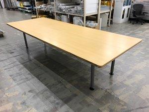 【6~8名での会議用に!】 スッキリとした見た目の4つ脚テーブル! 天板は2枚に分かれるので搬入もしやすい! ■オカムラ/ラティオ