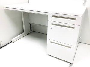 【一番人気の幅1200mm!】 今、弊社内で在庫が非常に薄い片袖机です! 内田洋行/スカエナ/ホワイト