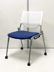 座りやすいミーティングチェア!上に重ねてスタック収納可能!人気のオカムラ製!