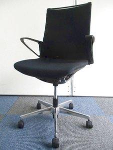 【機能とデザイン性が融合】優しく包み込む座り心地!会議室のチェアとして使いやすい!