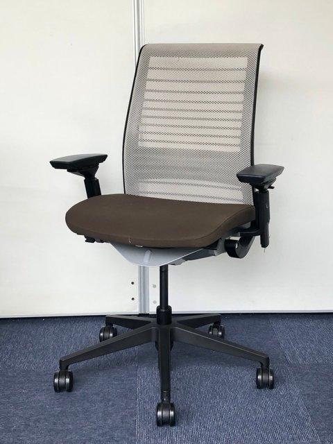 【店長のイチオシ!】|あぐらをかける広々とした座面||現行機種|ランバーサポートの位置調整可能|座奥調整|3D可動肘|