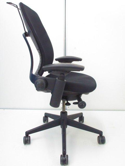 【腰痛対策におすすめ】リープチェア 背もたれのライフバック機構で、個々人の背中の背骨に合わせて調整できます                         リープ                                     中古