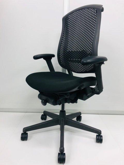 セラチェア【メッシュチェア】 前傾チルト機能付きでパソコン作業時の前傾姿勢をサポート出来ます。