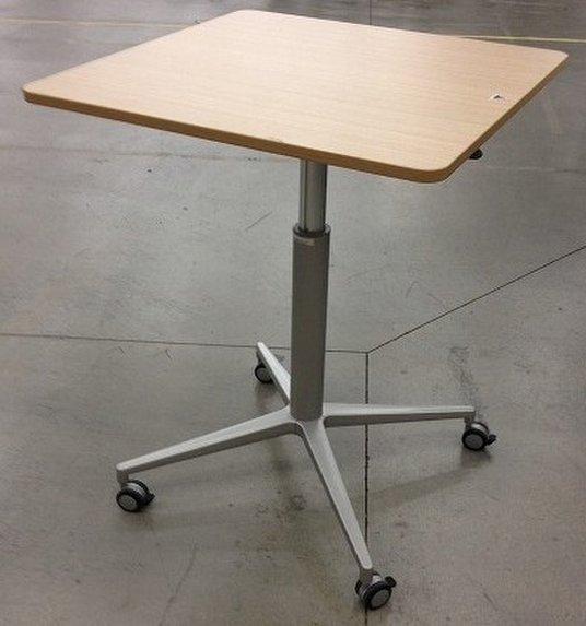 【珍しい上下昇降する角テーブル!】 イトーキ/天板木目調 【H700~950mmで調整可能】