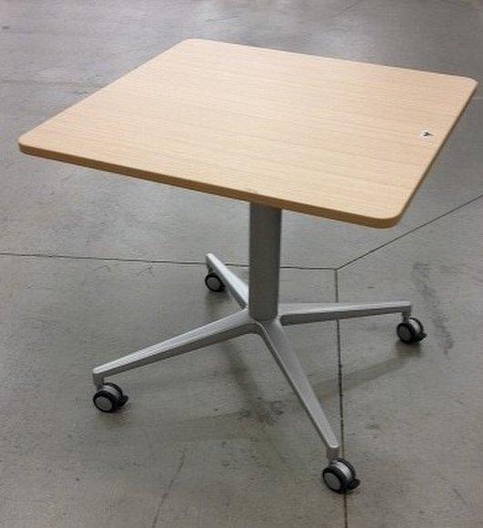 【珍しい上下昇降する角テーブル!】 イトーキ/天板木目調 【H700~950mmで調整可能】                         DEシリーズ (De Table)                                     中古