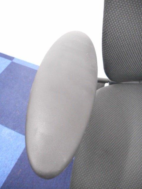 【機能性良好!肘付チェア】イトーキ/プラオ/ブラック/固定肘◆しなやかな背面がフィット!ランバーサポート付き!                         プラオ                                      中古