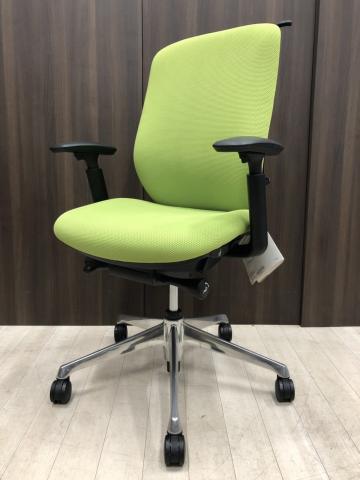 オカムラ製 シルフィーチェア ライトグリーン色 おすすめ レア 可動肘 クッションタイプ ふかふか 在宅ワーク コートハンガー付き 入替新規購入