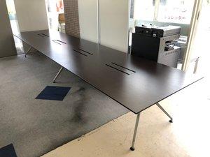 【イトーキが生んだ逸品!】 天板部分に目立つ傷がある為、特価にて販売!高級感溢れる高品質なテーブル入荷! フリーアドレス化オフィス用のデスクとしても!