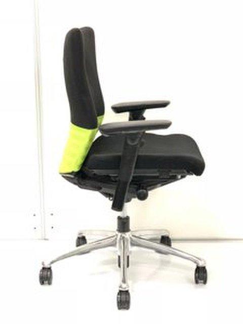 オフィスチェアで悩んだらこのシリーズ!【ロングセラー商品入荷!】オカムラ製 フィーゴ(シームレス) 肘付きチェア【可動肘】【安定の座り心地!】ロットで揃います!                         フィーゴ                                      中古