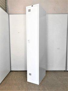 【薄っすい横幅で隙間に入りやすい!】 意外と需要の高い、1人用ロッカーが限定1台の入荷です。