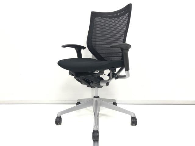 【普段の椅子とは一味違うチェアをお求めのあなたへ!】オカムラ製 バロン 肘付きチェア【高機能】【稼働肘】【落ち着いたブラック】【ローバック】