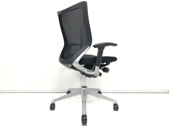 【普段の椅子とは一味違うチェアをお求めのあなたへ!】オカムラ製 バロン 肘付きチェア【高機能】【稼働肘】【落ち着いたブラック】【ローバック】                         バロン                                      中古