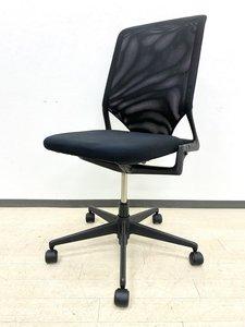 デザイナー家具ヴィトラ社のメダ2チェアが入荷しました。シックなブラック色