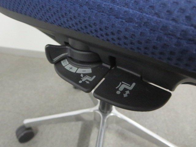 【モダンな空間を演出!】■オカムラ製 モードチェア デザインアーム付                          モード(アルミ脚)                                      中古
