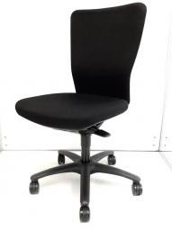 オカムラ製 カロッツァチェア ブラック色 ブラック×ブラックシェル 布張り 肘無しローバックチェア コートハンガー付き 増員・追加・起業