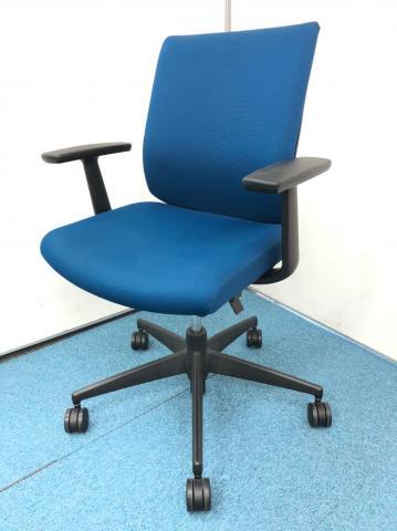 【おすすめミドルクラスチェア!】 多様なオフィス空間にマッチするデザイン!【腰痛にお悩みの方にも】