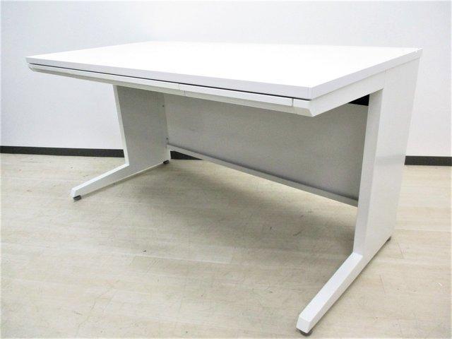 【12台大量入荷!】広々サイズのデスクを入荷!清潔感あるホワイトカラーです!■オカムラ■アドバンス