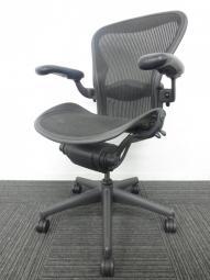 【高級チェアの代名詞!】アーロンチェア/Aeron Chair Bタイプ オプションフル装備 ランバーサポート付