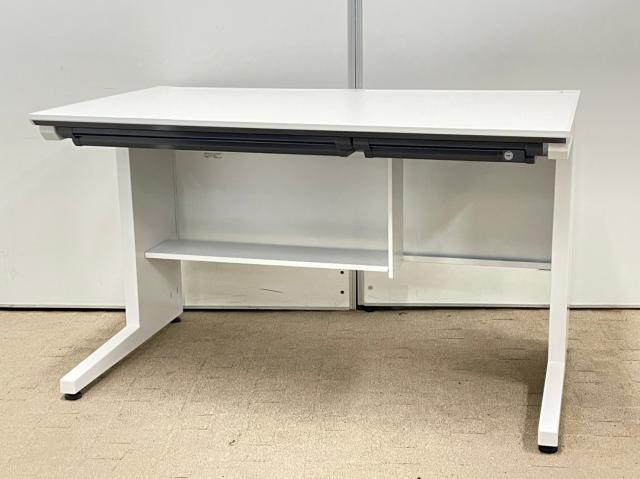 使いやすいオフィスデスク!配線を整理する棚がついているので、液晶モニターが多いお客様に特におすすめです!!