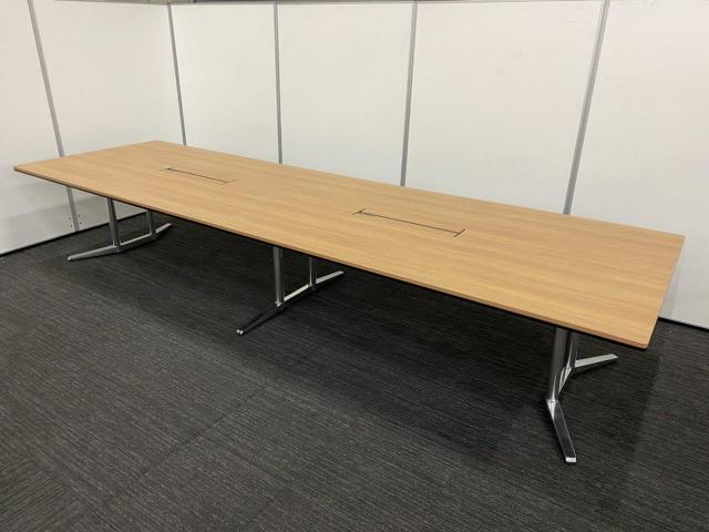 【大きな商談にはもってこい!】オカムラ(okamura)ラティオⅡ/色:ネオウッドミディアム(MR78)/脚:ポリッシュ脚/幅4000㎜/大型テーブル10人用