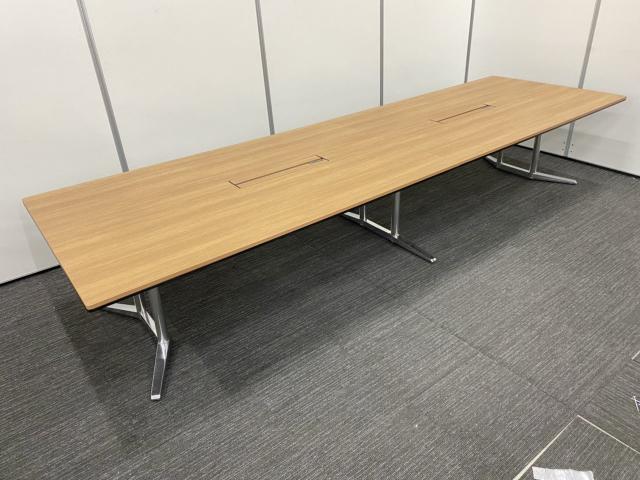 【大きな商談にはもってこい!】オカムラ(okamura)ラティオⅡ/色:ネオウッドミディアム(MR78)/脚:ポリッシュ脚/幅4000㎜/大型テーブル10人用                         ラティオⅡ                                     中古